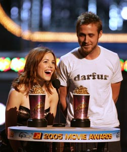 Actress Rachel McAdams (left) and Actor Ryan Gosling accept the award for Best Kiss for The Notebook onstage during the 2005 MTV Movie Awards