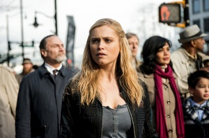 """The 100 -- """"Perverse Instantiation - Part Two"""" -- Image HU316b_0175 -- Pictured: Eliza Taylor as Clarke -- Credit: Diyah Pera/The CW -- © 2016 The CW Network, LLC. All Rights Reserved"""