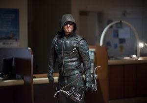 """Arrow -- """"Vigilante"""" -- Image AR507b_0223b.jpg -- Pictured:  -- Photo: Stephen Amell as Oliver Queen/The Green Arrow Diyah Pera/The CW -- © 2016 The CW Network, LLC. All Rights Reserved."""