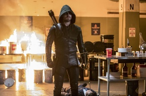 """Arrow -- """"What We Leave Behind"""" -- Image AR509b_0060b.jpg -- Pictured: Stephen Amell as Oliver Queen/The Green Arrow -- Photo: Jack Rowand/The CW -- © 2016 The CW Network, LLC. All Rights Reserved."""